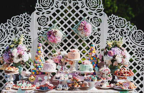 оформлення весілля живими квітами